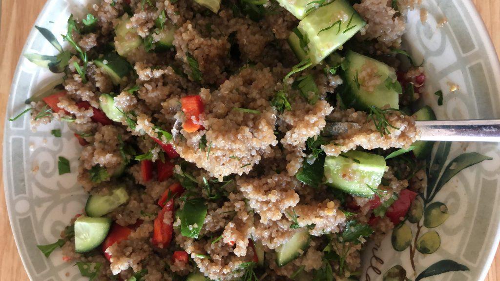 Kinoa salata malzemelerini biraraya getiriyoruz